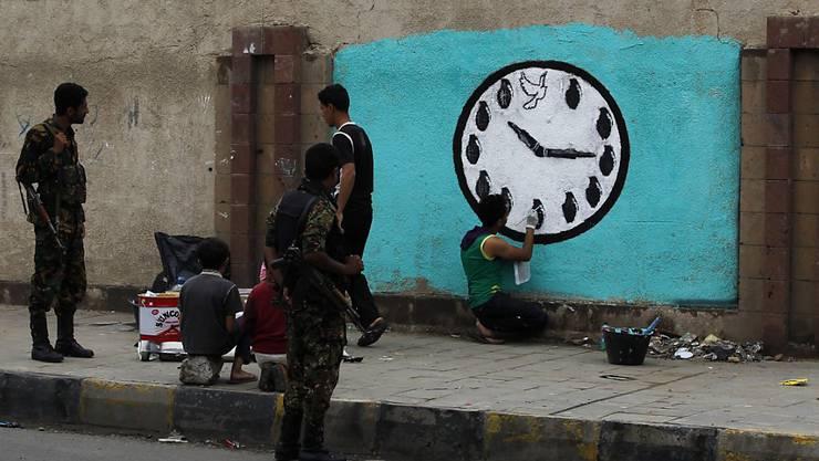 Die Bevölkerung hofft auf Stabilität und Frieden in Jemen, doch die UNO-geführten Friedensverhandlungen in Kuwait-Stadt konnten bisher nicht beginnen.
