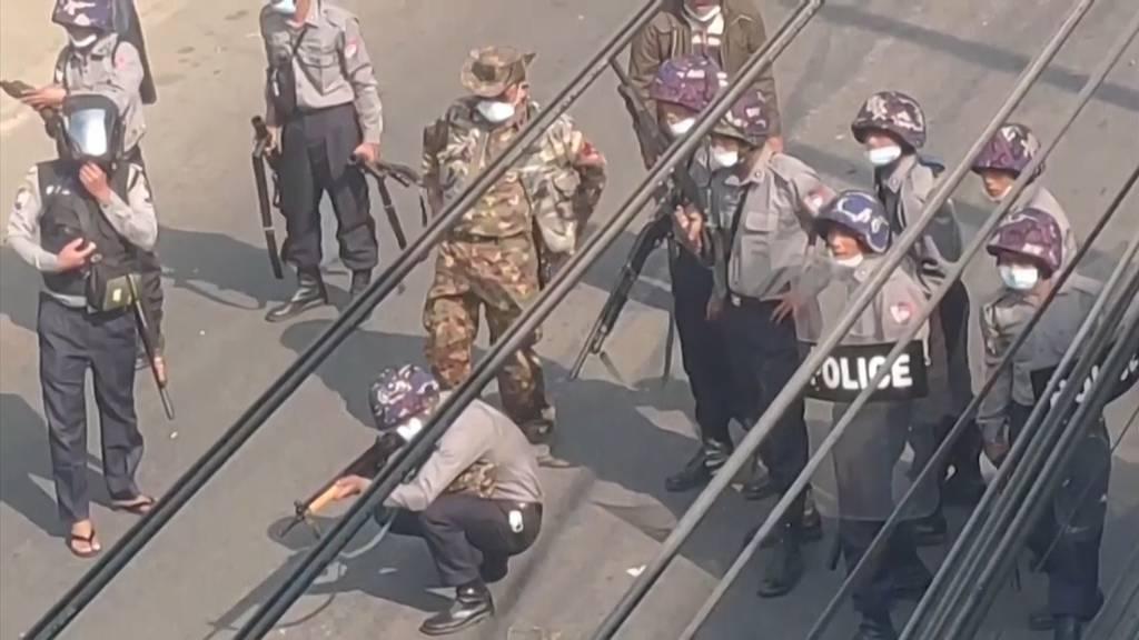 Polizei schiesst auf Demonstranten - mindestens 18 Tote in Myanmar