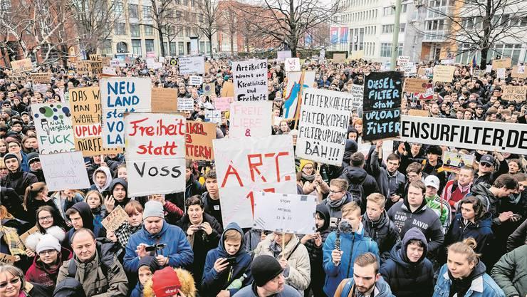 In Berlin demonstrierten Tausende gegen die Urheberrechtsreform der EU. key