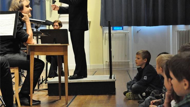 Gebannt lauschen Kinder klassischer Musik – beim Argovia Philharmonic ist das nicht ungewöhnlich. Argovia Philharmonic