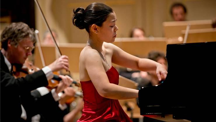 Maki Wiederkehr spielt – auf dem Bild an einem Konzert in Schönenwerd – in voller Konzentration.