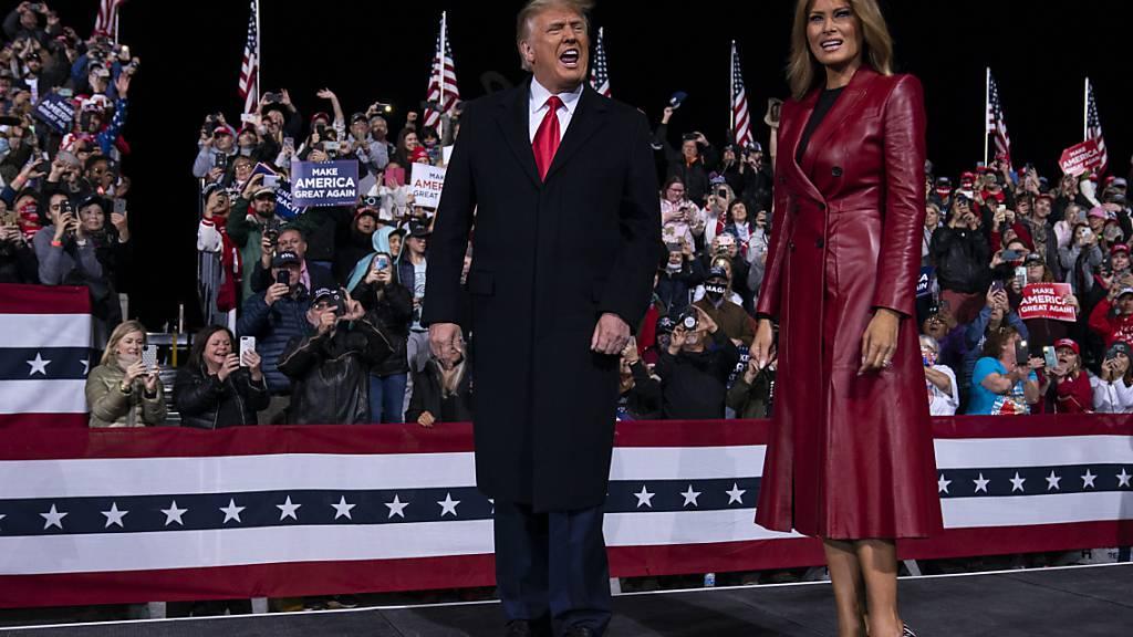 Trump sieht sich bei erster Kundgebung weiterhin als Wahlsieger