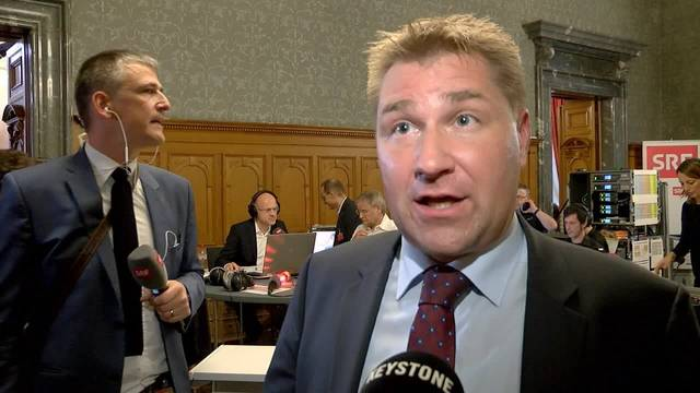 """""""Der Volkswille muss ernst genommen werden - die SVP will zwei Sitze im Bundesrat"""", sagt Parteipräsident Toni Brunner zum SVP-Wahlsieg."""