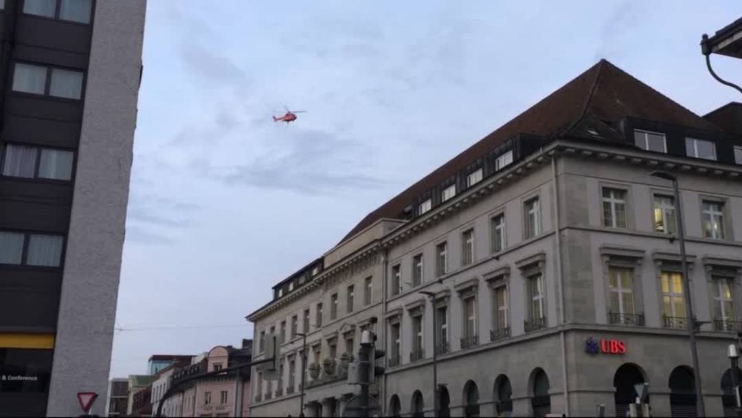 Super Puma liefert Kühlteile zur Migros-Baustelle in Aarau
