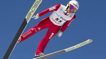 Simon Ammann qualifizierte sich beim Weltcup-Auftakt in Kuusamo als einziger Schweizer Skispringer für den Finaldurchgang (Archivbild)