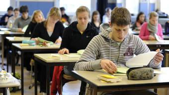 m Montag und Dienstag gilt es ernst: Rund 6000 Schüler und Schülerinnen werden die Aufnahmeprüfung für das Gymnasium absolvieren. (Symbolbild)