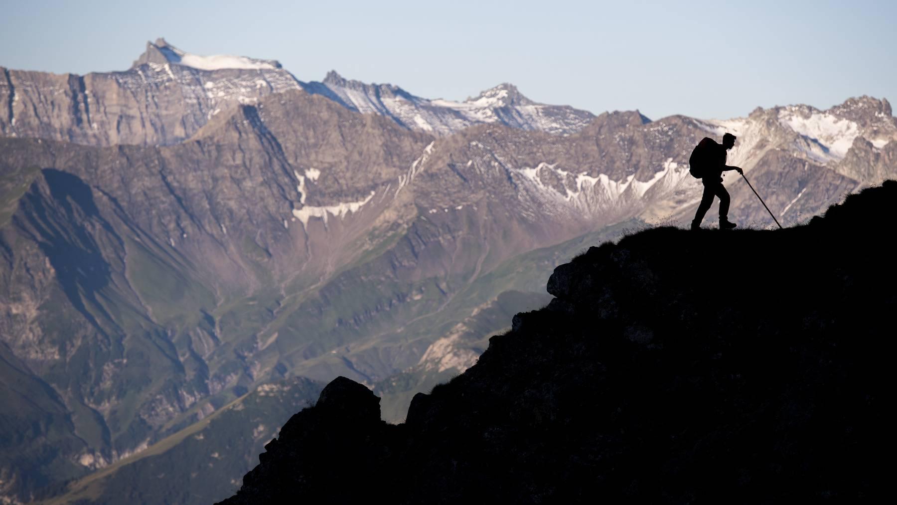 Wandern ist beliebt – besonders in den Bergen. Dort dürfte es wegen des Klimawandels jedoch gefährlicher werden, warnen Forscher.