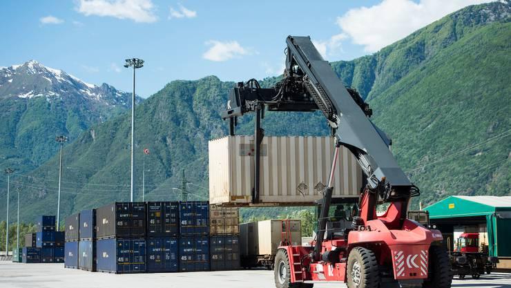 Laut dem Bundesrat entlastet die Aufhebung der Industriezölle vor allem die KMU. (Symbolbild)