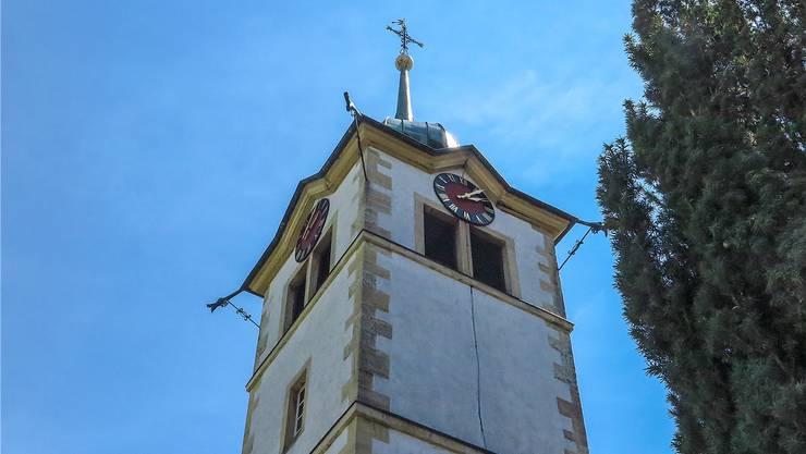 Die Ruhe trügt: In diesem Kirchenturm steckt ein Konflikt.