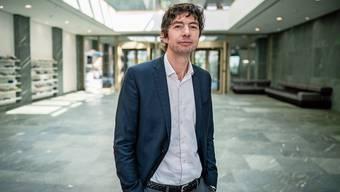 Christian Drosten, angestellt in der Charite - Universitätsmedizin Berlin, erklärt den Deutschen das Virus.