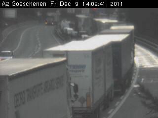 Lastwagenstau vor dem Gotthard aufgrund des Brandes