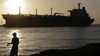 Öltanker bei Port Aransas in Texas: Laut der IEA fördern die Staaten ausserhalb des Opec-Kartells deutlich weniger Öl. Allein die USA sollen täglich gut eine halbe Million Barrel weniger auf den Markt bringen.