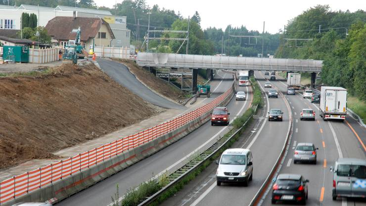 Nadelöhr: An der Halbüberdeckung der A1 bei Lenzburg wird auf Hochtouren gearbeitet.  (to)