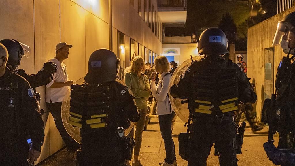 Die Polizei stoppte in Willisau LU eine Gruppe von Gegner der Corona-Massnahmen. Zuvor war zu einer unbewilligten Demonstration in der Stadt aufgerufen worden.
