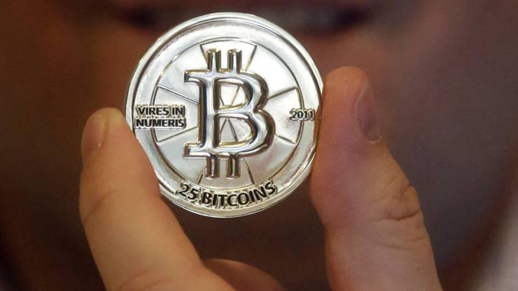 Die Rekordjagd des Bitcoin geht vorerst weiter. Er kostete am Freitag mit 17'738 Dollar so viel wie nie zuvor.