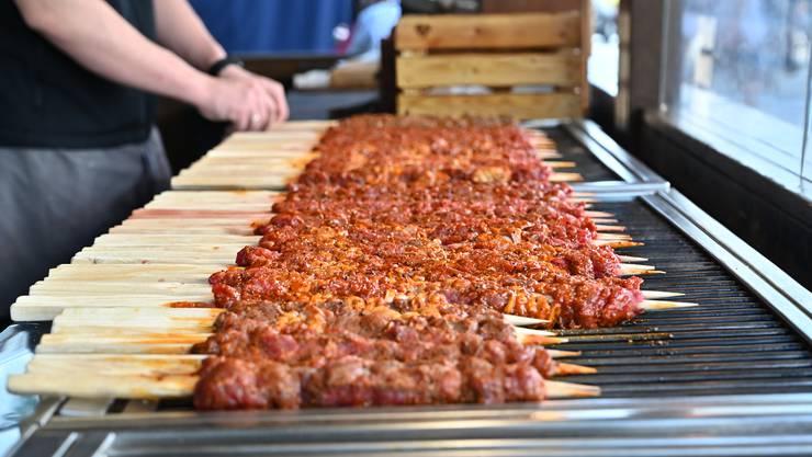 «Das Warmhalten und die Einhaltung der Kühlkette bei Produktion, Transport und Verkauf sind die zentralen Punkte zur Gewährleistung der Lebensmittelsicherheit bei Street Food Festivals», sagt Kantonschemiker Martin Kohler.