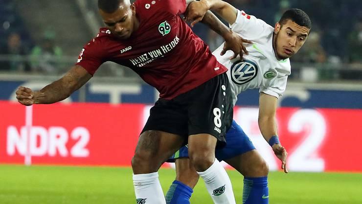 Brasilianischer Zweikampf zwischen Hannovers Walace und Wolfsburgs William
