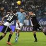Enges Duell um den Titel zwischen Lazio Rom mit Francesco Acerbi (Mitte) und Juventus Turin mit Leonardo Bonucci (links) und Merih Demiral (rechts)