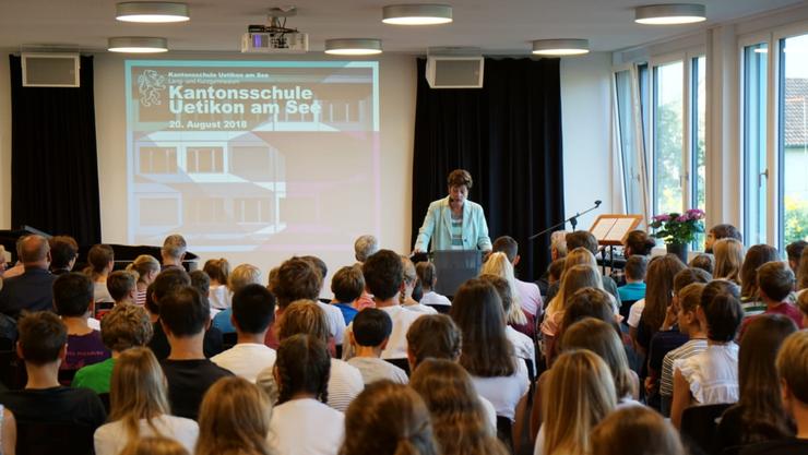 Regierungsrätin Silvia Steiner eröffnete in Uetikon am See eine neue Kantonsschule.