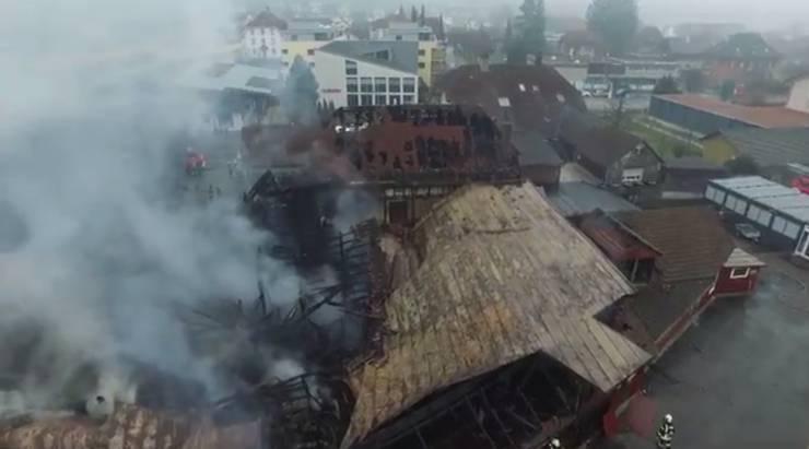Blick auf das Areal der Schreinerei nach der Brandnacht.