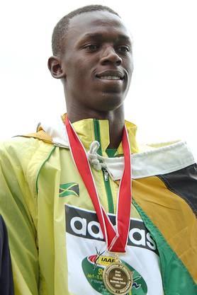 Junioren-WM 2002 in Kingston. Das Ausnahmetalent von Bolt wird schnell offensichtlich. Im Alter von 15 Jahren gewinnt er in seiner Heimat Jamaika den Nachwuchstitel über 200 m