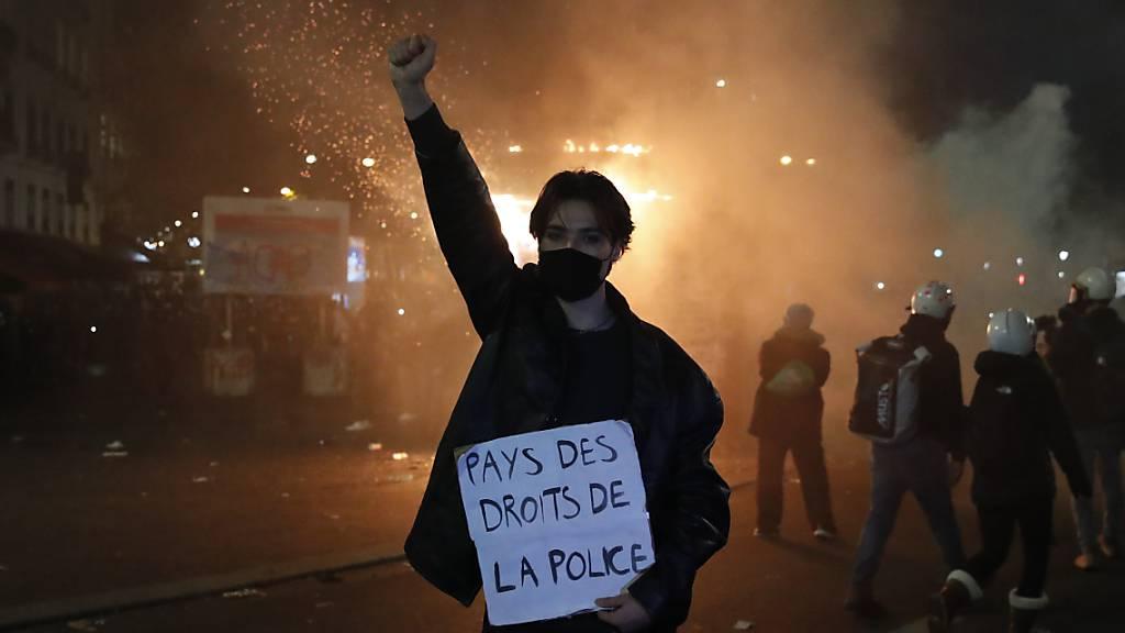 Nach massiver Kritik: Frankreich will Sicherheitsgesetz ändern