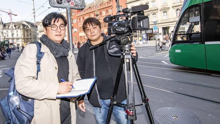 Ryoo Seung Young und Min Jun Kim vom Staatssender KBS untersuchen das Basler Erdbeben von 2006. Sie hoffen, Erkenntnisse zum Erdbeben in Pohang zu ziehen, wo 2017 ebenfalls ein Geothermie-Projekt ein Erdbeben auslöste.