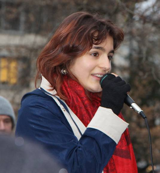 Miriam Rizvi an der letzten Demo.