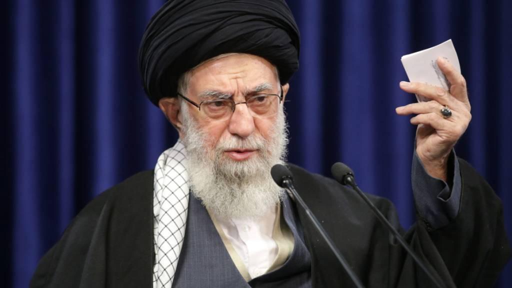 Twitter hat einen Beitrag des iranischen geistlichen Oberhauptes, Ayatollah Ali Chamenei, im Zusammenhang mit den Impfungen gegen das Coronavirus gelöscht. (Archivbild)