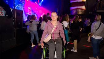 Linda Halter testete am Bastian-Baker-Konzert den neuen Rollstuhl-Lifter.