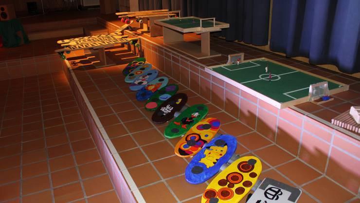 Skateboards, Balancier-Boards und Tipp-Kick-Spielfelder