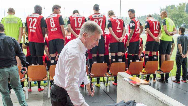 Der FC Aarau um Präsident Alfred Schmid (vorne) hofft heute gegen Vaduz auf die nächsten Punkte. Keystone