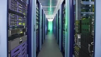 Blick in einen Serverraum der Postfinance: IT-Mitarbeiter sollen auch ohne Sonderbewilligung nachts und sonntags arbeiten können.