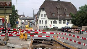 Die Gemeinde verlegt bis November die neuen Wasser- und Gasleitungen. 2015 reisst der Kanton erneut die Strasse auf. Kenneth Nars