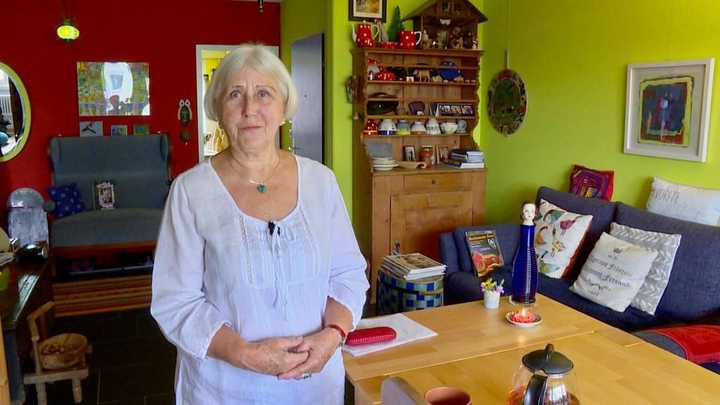 Die gebürtige Bündnerin Anna zeigt ihr buntes «Dihei» – und ihre Urne