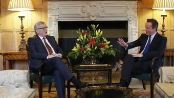 EU-Kommissionspräsident Jean-Claude Juncker diskutiert mit dem britischen Premier David Cameron auf dessen Landsitz Chequers in der Nähe von Ellesborough im Süden Englands