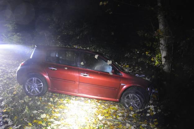 Boningen SO, 16.Oktober: Ein Autolenker verliert die Kontrolle und prallt in einen Baum.