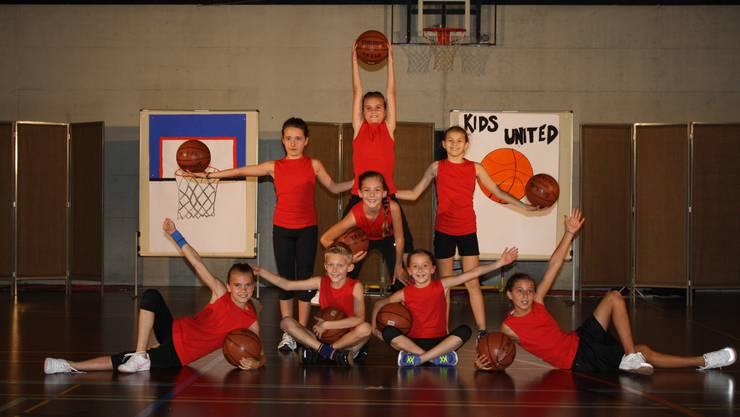 : Basketballtanz-Gruppe an der Schlussaufführung.