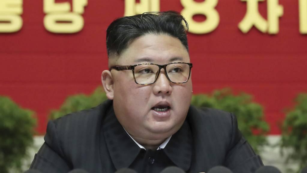 Der nordkoreanische Führer Kim Jong-un nimmt an dem achten Kongress der herrschenden Arbeiterpartei in Pyongyang teil. Foto: Uncredited/KCNA via KNS/AP/dpa - ACHTUNG: Nur zur redaktionellen Verwendung und nur mit vollständiger Nennung des vorstehenden Credits