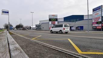 Die Bushaltstelle der Linie 507 beim Gäupark ist für einsame Herzen: abseits vom Schuss und dem Durchgangsverkehr auf der Industriestrasse ausgesetzt.