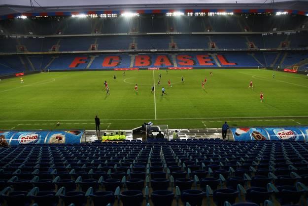 Nur geschätzte 1500 Fans fanden den Weg in den St. Jakob Park