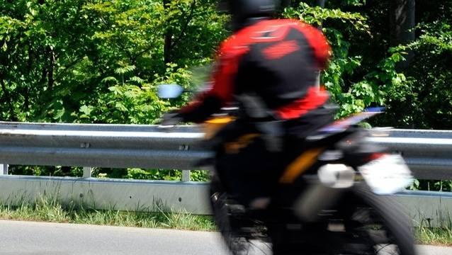 Der Töfffahrer blieb bei dem Unfall unverletzt (Symbolbild)