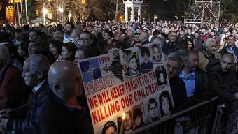 20 Jahre nach den Nato-Luftangriffen: 20'000 Menschen versammelten sich in der südserbischen Stadt Nis zu einer Kundgebung.