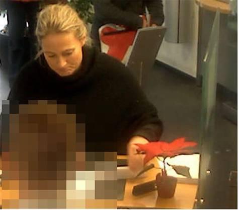 Auf dem Flugblatt ist auch das Bild von Carla Schauer (†48) zu sehen, wie sie am Tag wenige Stunden vor ihrem Tod an einem Geldautomaten in Rupperswil 1000 Euro abhebt.
