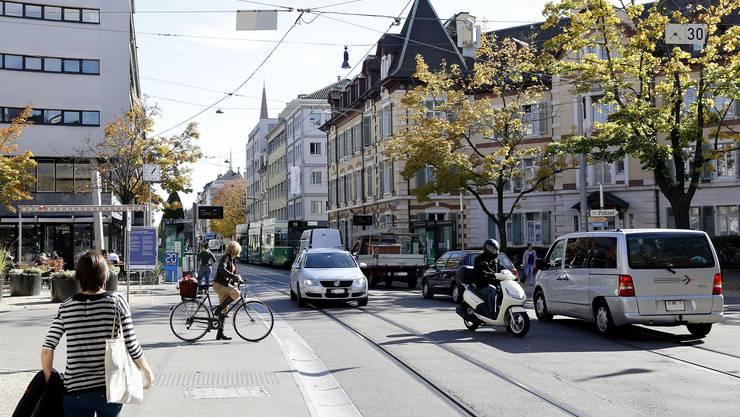 Zündstoff für Konflikte: Das Zusammentreffen von ÖV, Autos und Langsamverkehr.