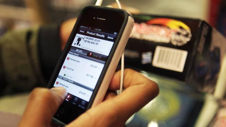 Einbrecher waren live auf dem Handy-Bildschirm zu sehen und wurde überführt (Symbolbild).