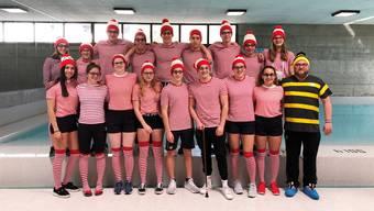 Das Team des Solothurner Schwimmclubs mit eigenwilligem Tenü.