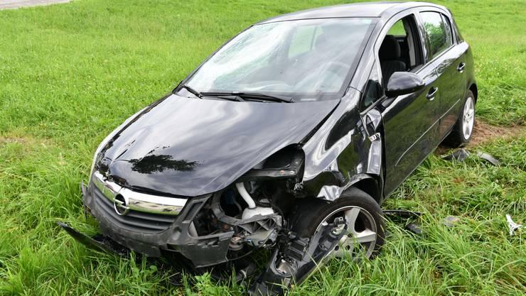 Ein 21-jähriger Automobilist verlor aus noch unbekannten Gründen die Herrschaft über sein Fahrzeug.