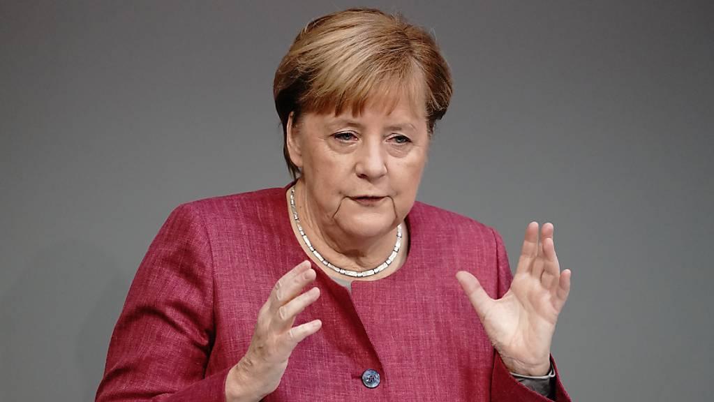 Bundeskanzlerin Angela Merkel (CDU) spricht während der Generaldebatte zum Bundeshaushalt im Bundestag. Foto: Kay Nietfeld/dpa