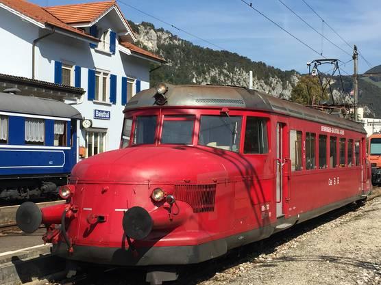 Der «Rote Pfeil» im Bahnhof Balsthal